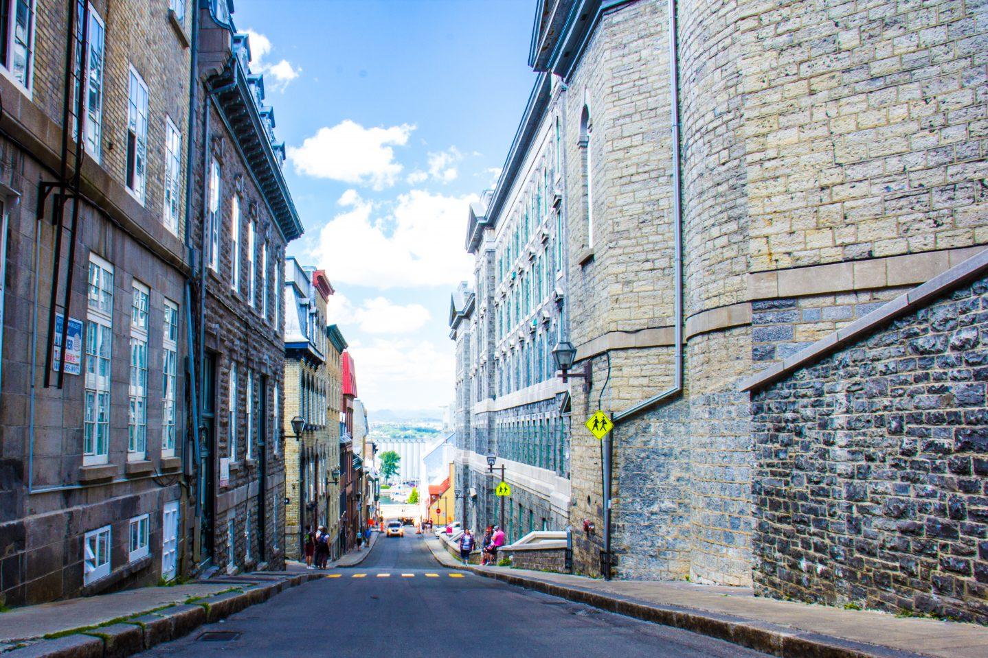 Rue Vieux-Quebec. Pavillon des classes du Collège François-de-Laval